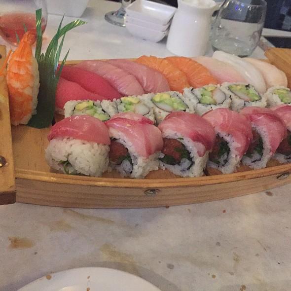 Umi Boat @ Umi Sushi