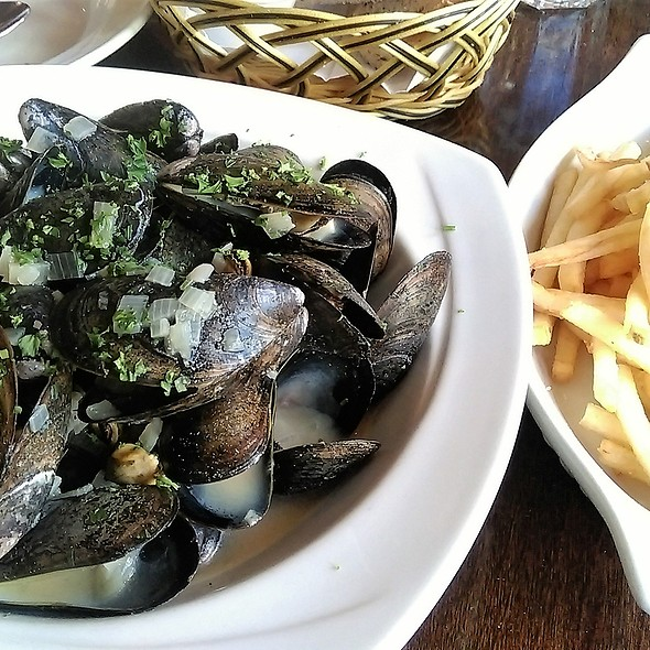 Quebec Steamed Mussels with Frites