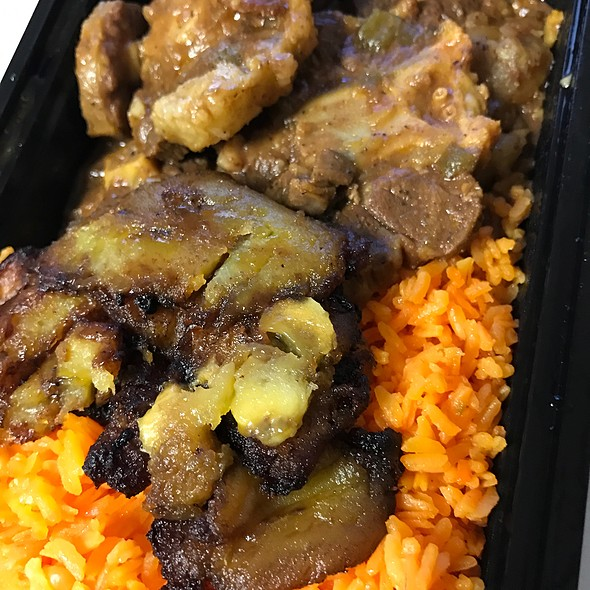 Stew Oxtail With Sweet Plantain