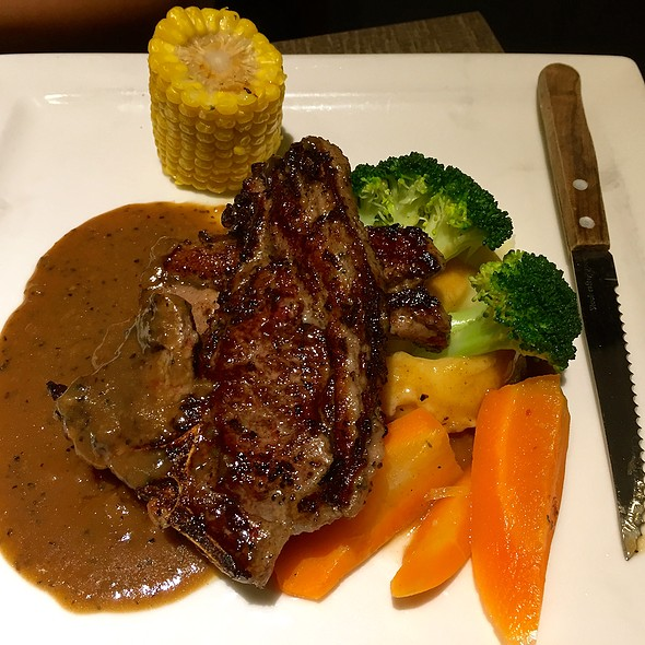 Grilled Tender Lamb Chop @ Collins Grille @ Jubilee Square
