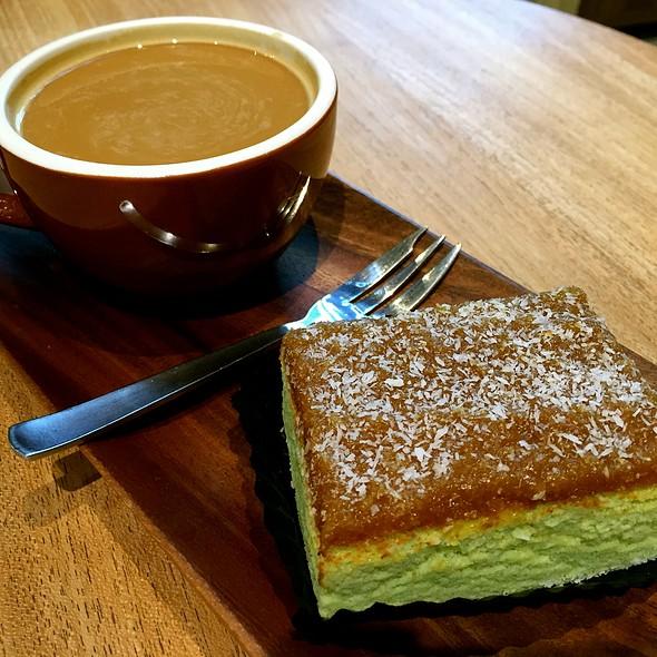 Americano With Gula Melaka Pandan Cake @ Joe & Dough @ Orchard Gateway