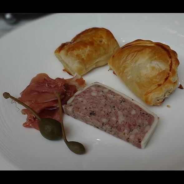 Afternoon Tea @ Brasserie Les Saveurs (The St Regis Hotel Singapore)