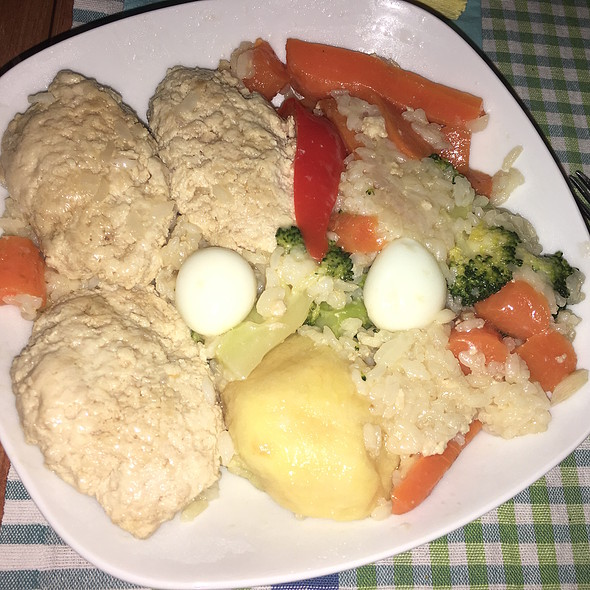 Turkey Croquettes with Rice, Broccoli, Carrot, Ginger, and Bell Pepper