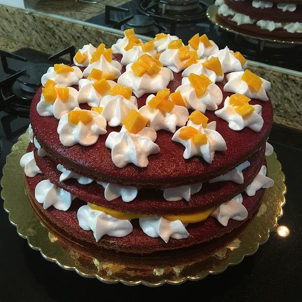 Red Velvet Cake Con Mango