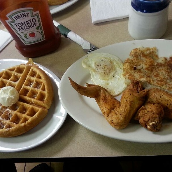Teasha Combo Wings And Waffles @ day days waffle house