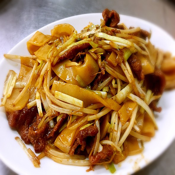 Stir Fried Beef Rice Noodle 乾炒牛河 @ 龍記炒燴
