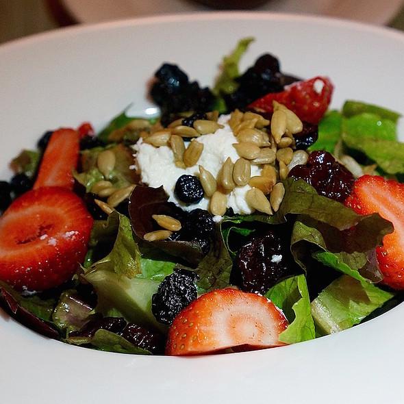 Amador Farm greens, strawberries, sunflower seeds, ricotta, dried cherries, dried blueberries, blueberry balsamic dressing