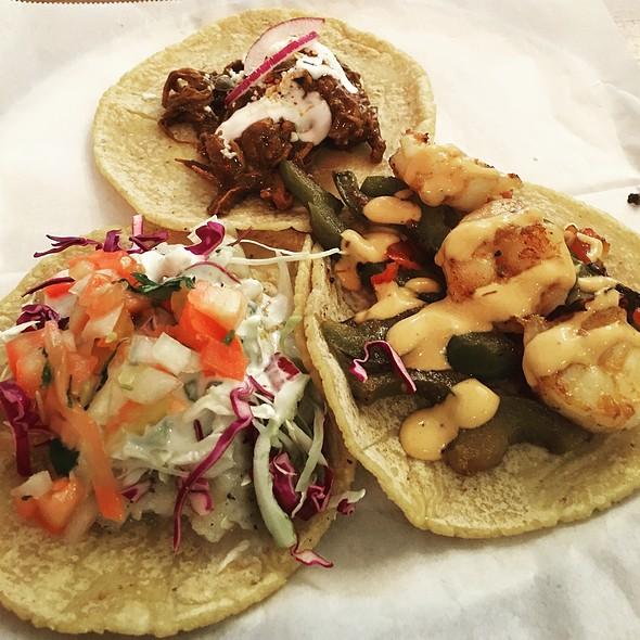 Camarones @ Guisados Tacos