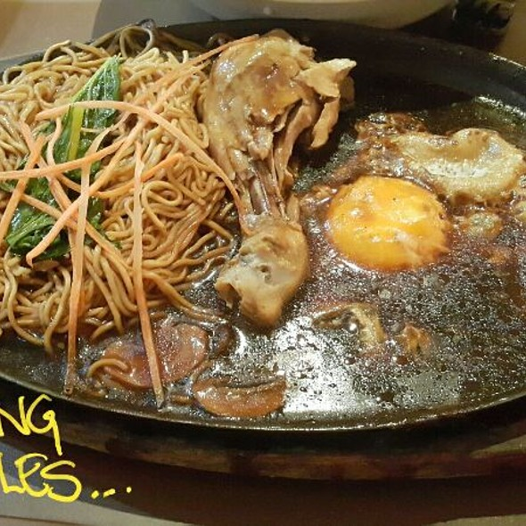Chicken And Mushroom Sizzling Noodles