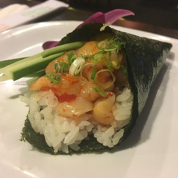 spicy hotate hand roll