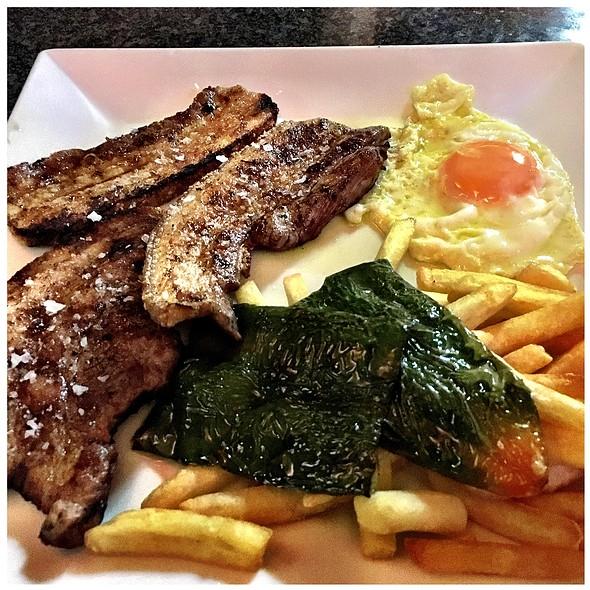 Xurrasco Amb Ous I Patates Fregides @ Restaurant La Cirera