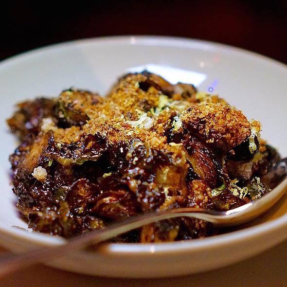 Crispy fried Brussels sprouts, serrano honey, aïoli, bacon sourdough breadcrumbs