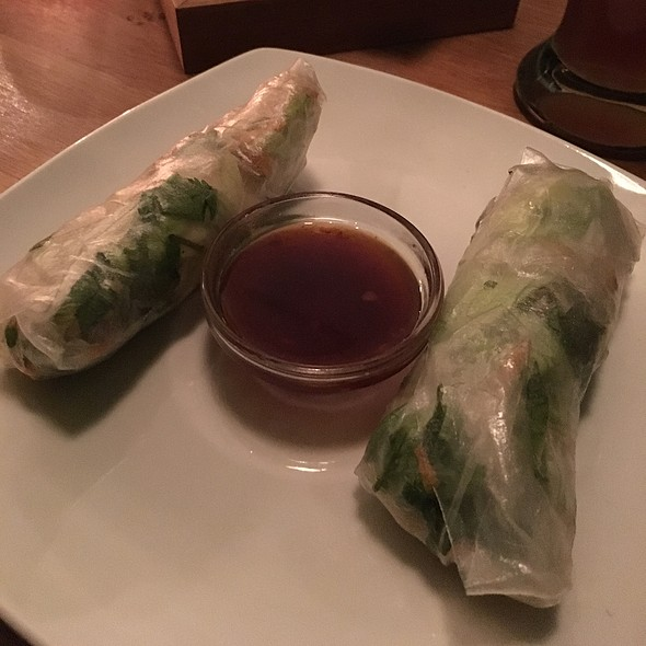 Rice Paper Rolls With Chicken, Shrimp And Vegetables @ Frau Li
