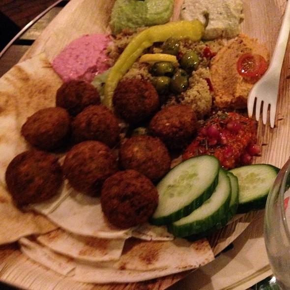 Hoemoes Falafel @ Maza@Foodhallen