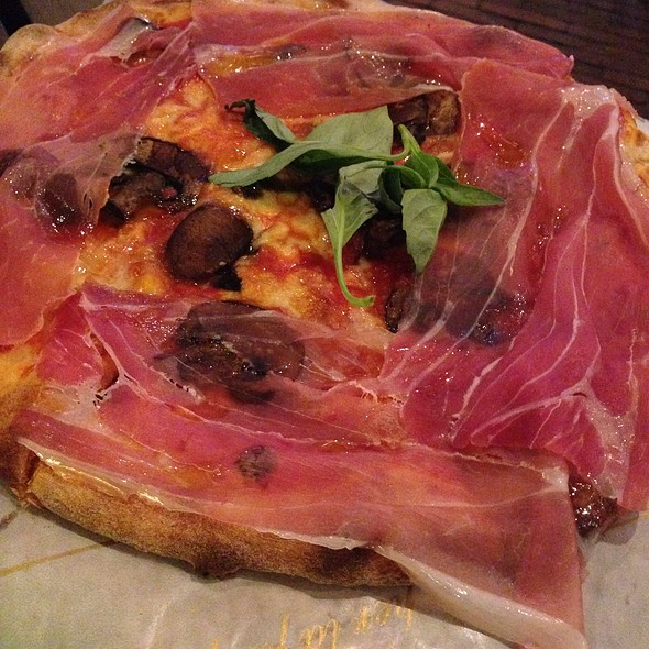 Pizza Cotto E Tartufo @ Renato's@Foodhallen
