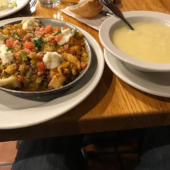 Tortellini With Garlic, Zucchini And Tomato