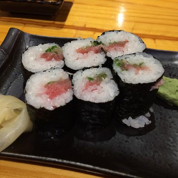 Negi Toro Roll