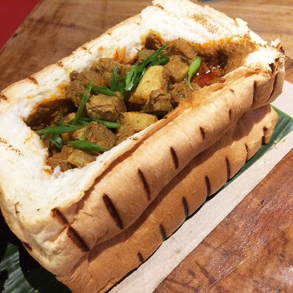 Pork Curry Bread Loaf Exposed @ nauGHTY NURI'S warunG