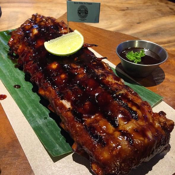 nuri's Famous Pork Ribs 顽皮猪叻骨  @ nauGHTY NURI'S warunG