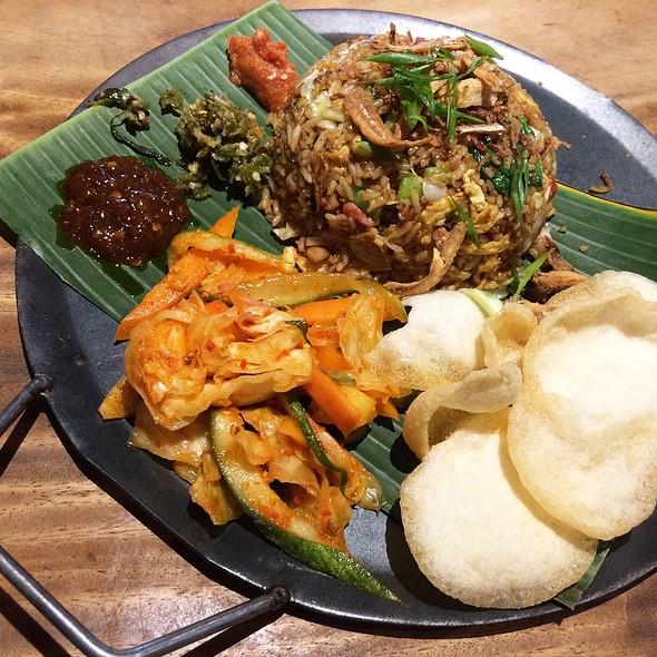 Balinese Pork Nasi Goreng 印泥猪肉炒饭 @ nauGHTY NURI'S warunG