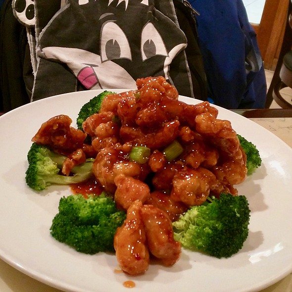 General Tso's Chicken @ Chow's Chinese Restaurant