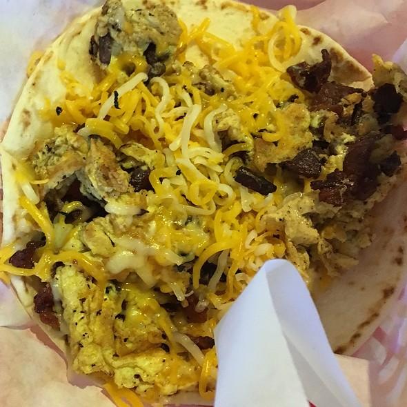bacon & egg breakfast taco