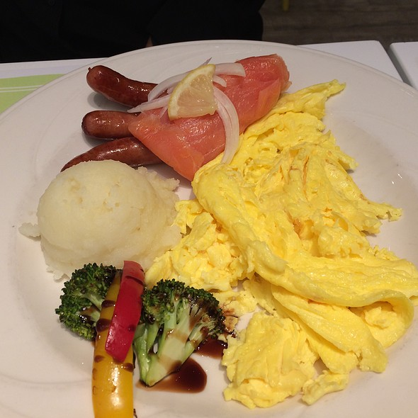 Scrambled Eggs With Sausage And Salmon