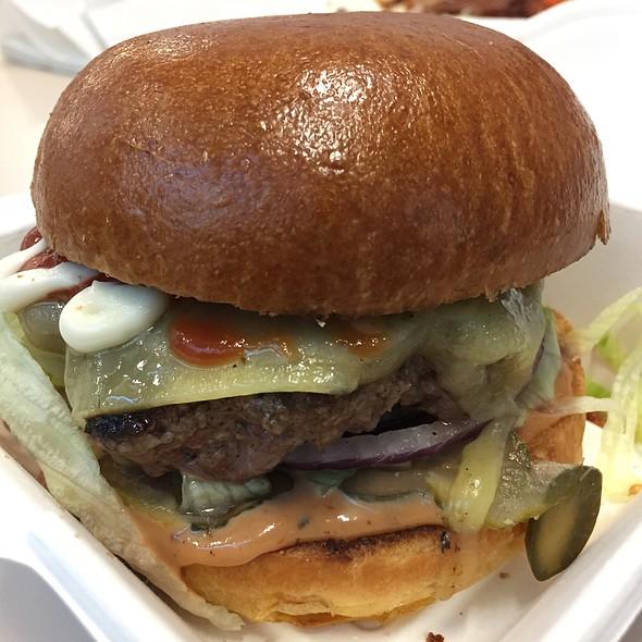 Cheeseburger @ The Back Street Diner