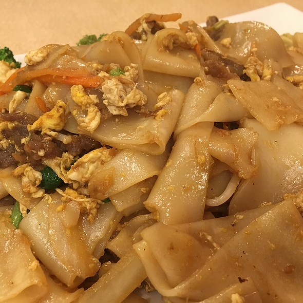 Pad See Ew - Beef @ Asian Cafe