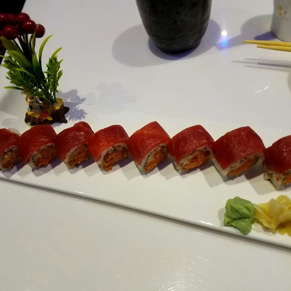 Tuna Lover's Roll @ Naruto Sushi