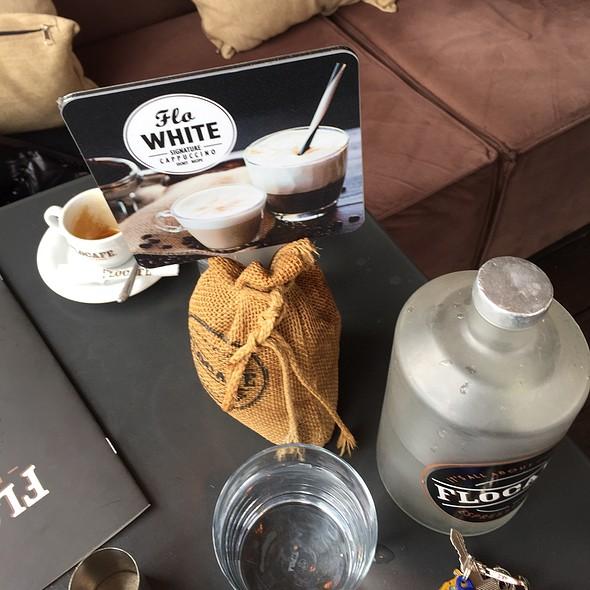 White Cappucino @ FLOCAFE