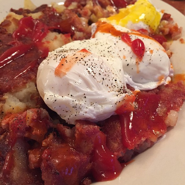 Corned Beef Hash and Eggs @ Tempo Cafe