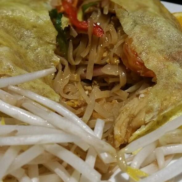authentic pad thai @ Bow Thai
