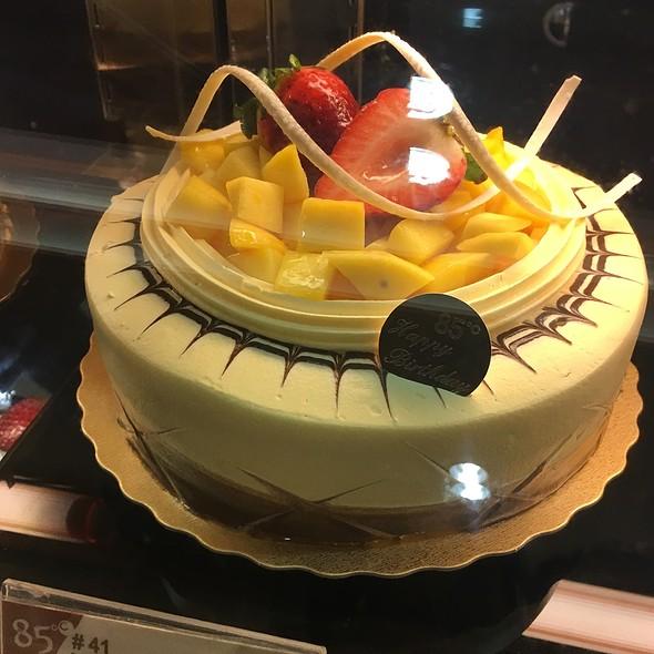 Mango Creme Brulee Cake @ 85 °C Bakery Cafe