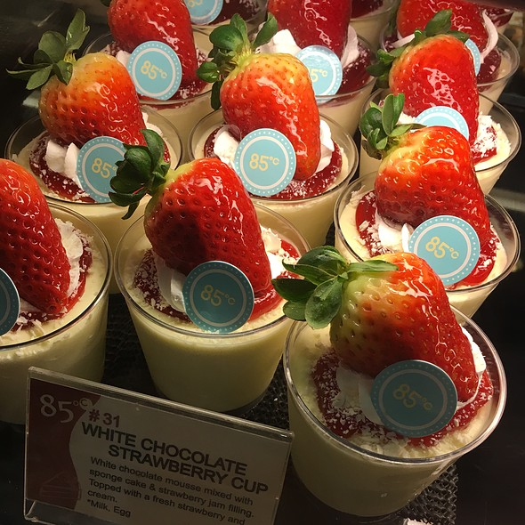 White Chocolate Strawberry Cup @ 85 °C Bakery Cafe