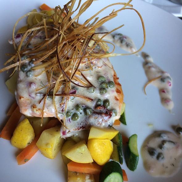 Salmon Con Vegetales  @ Tamarindos Bistro