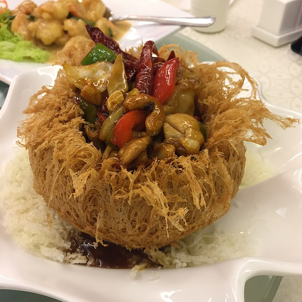 Yam In A Basket With Stir Fried Chicken With Cashew Nut