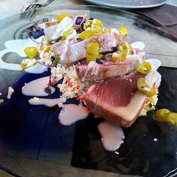 Tuna tataki with couscous, ajoblanco and piparras @ Secreto a Voces