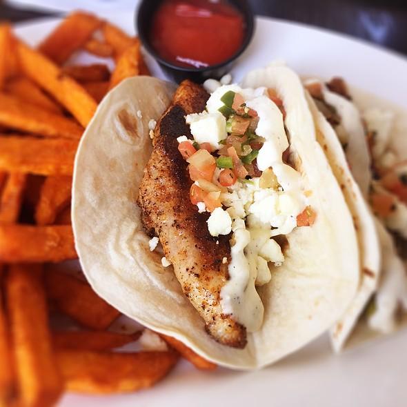 fish tacos @ Brisbi's