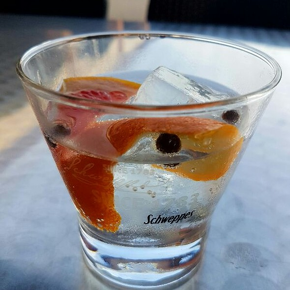 Medio Gin Tonic  @ Can Flores