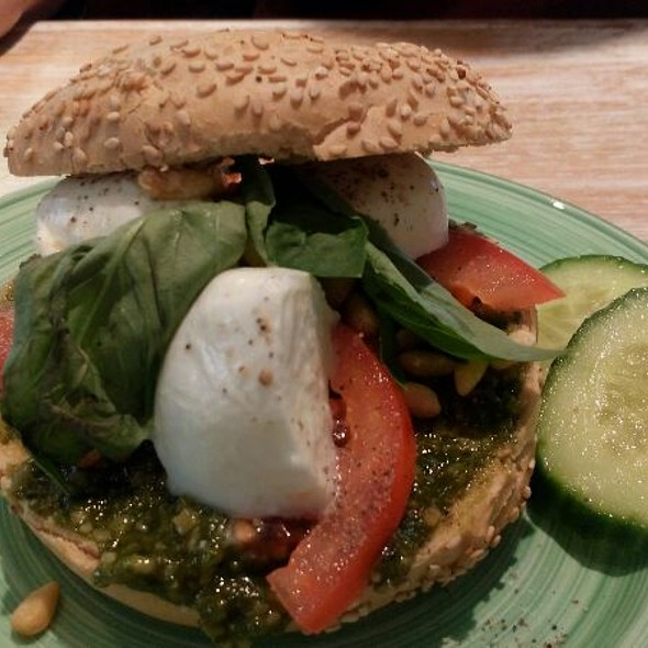 Bagel With Mozzarella, Tomates, Pesto, Pine Nuts And Basil