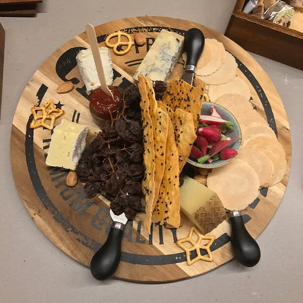 The Brewhouse Cheeseboard (Will Studd Le Coonquerant Camembert, Mauri Gorgonzola, Dehasa De Los Lianos Manchego, Holy Goat Brigid's Well)