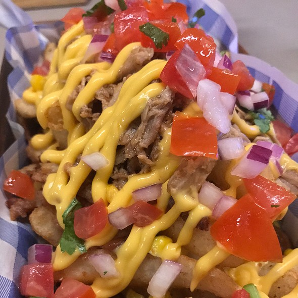 Garbage Fries (Served With Pulled Pork, Sweet Corn, Shallots, Crispy Bacon, American Cheese Sauce And Picco De Galo)