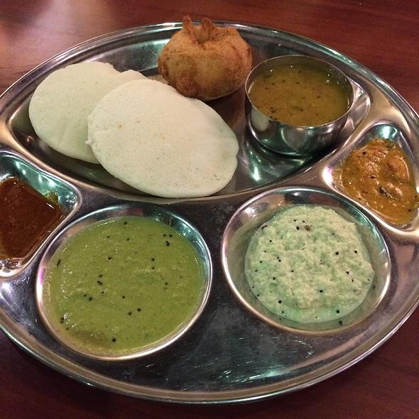 Idly Vada Sambar