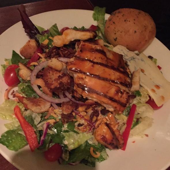Buffalo Blue Salad @ Houlihan's