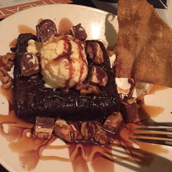 Brownie Sundae @ Houlihan's