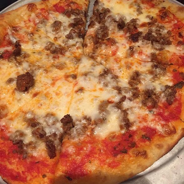 Sausage Pizza @ Kings Rosemont