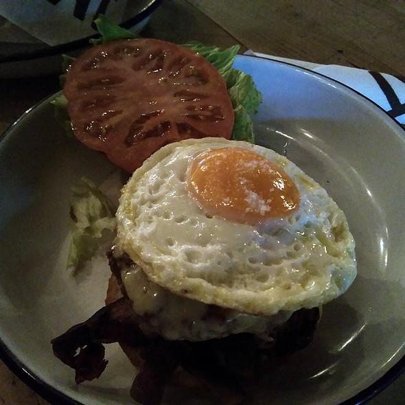 Brunch Burger @ Meat