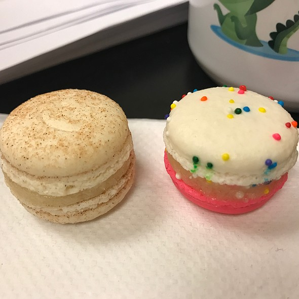 Mini Macarons @ Baked by Melissa