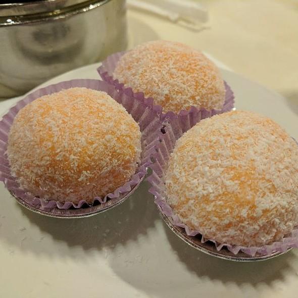 Mochi w/ Durian Filling